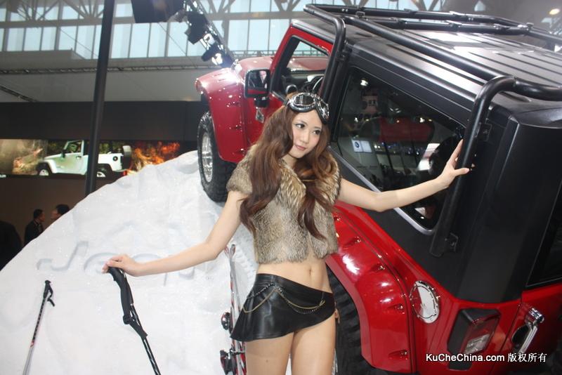 北京车展超性感姐妹花车模