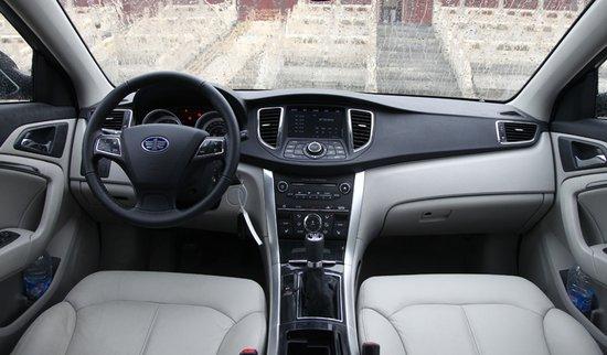 配置方面,B90继续延续高性价的策略,其拥有多功能方向盘、自动空调、大灯自动控制系统、ESP电子稳定系统、前排座椅加热、液晶显示屏、车载多媒体系统、一键启动系统以及后排出风口等科技、实用的配置。 动力方面,奔腾B90搭配了2.0L以及2.3L两款的发动机,其中2.0L发动机最大功率108Kw/6500rpm,最大扭矩184Nm/4000rpm;2.