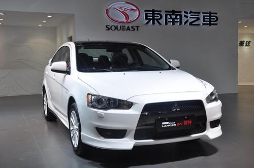 三菱翼神黑白版 东南汽车携双品牌精英车型闪耀广州车展 高清图片