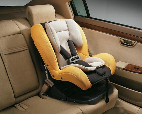 儿童安全座椅是一种安装于汽车座位上,供儿童乘坐且具有安全束缚设备