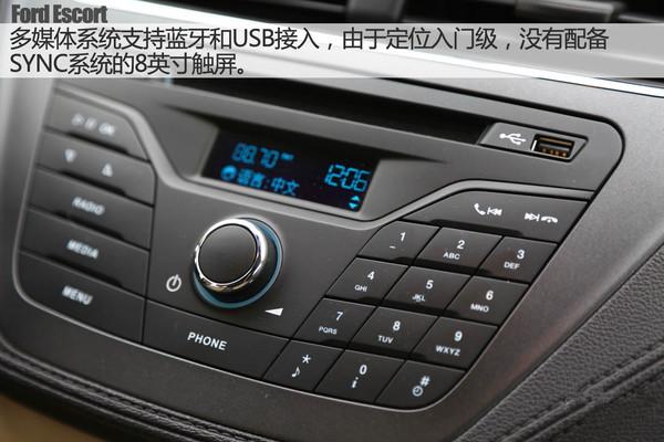 支架,可以兼容手机和多数车载导航,并在底座处配备了usb接口,是福睿斯