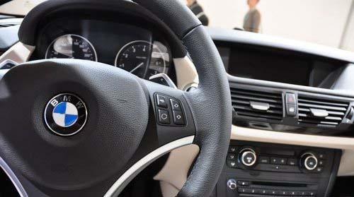 真皮方向盘集成了功能按键,车辆行驶过程中免去很多繁杂的