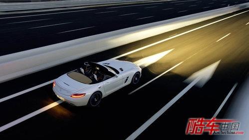 与轿跑版相比,由于roadster开顶敞篷版去了车顶,增加了液压高清图片