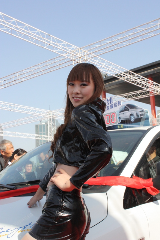 丰田花冠媳妇当车模